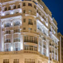 Melia Plaza Valencia is set in a classical building overlooking Valencias main square. It offers free Wi-Fi and features a gym, sauna and rooftop sun terrace with a whirlpool.