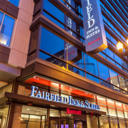 Located in the heart of the Chicago city centre, this hotel is within 5 minutes walk from the luxury shops of Michigan Avenue and the banks of the Chicago River.