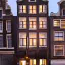Amstelzicht is a 3-star hotel set in a townhouse dating from 1659 in the historic heart of Amsterdam, overlooking the river Amstel.